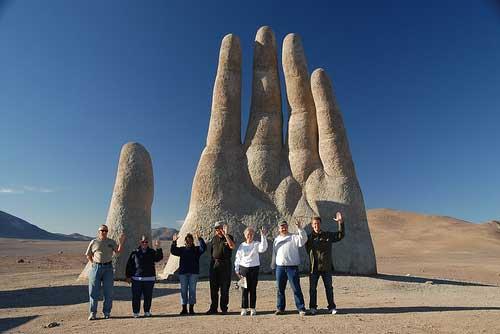 La mano del desierto es una obra de Mario Irarrázabal Covarrubias (Foto: Jesse The Traveler/Creative Commons).