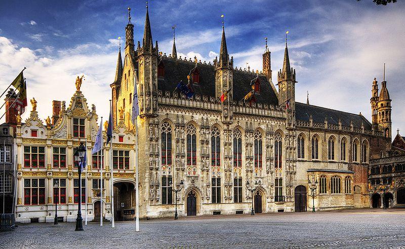 Brujas, Ayuntamiento ( Fuente: Wikipedia )