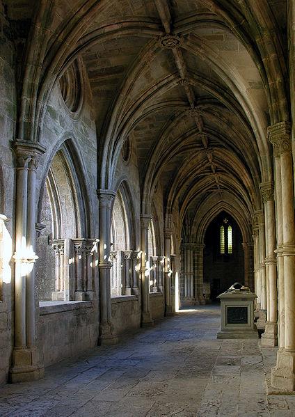 Interior de la Catedrál de Evora, Claustro ( Fuente: wikipedia )