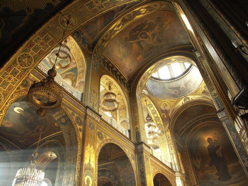 Catedral de San Vladimir, vista interior ( Fuente: wikipedia )