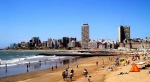 1024px-Mar_del_Plata_beach_(enhaced)