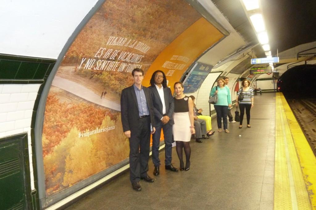 Gonzalo Capellán, consejero de Educación, Cultura y Turismo; Amuda Goueli, CEO de Destinia, y Mónica Figuerola, directora general de Turismo.