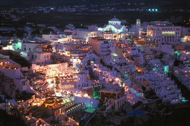 Fiesta nocturna en Santorini, Grecia
