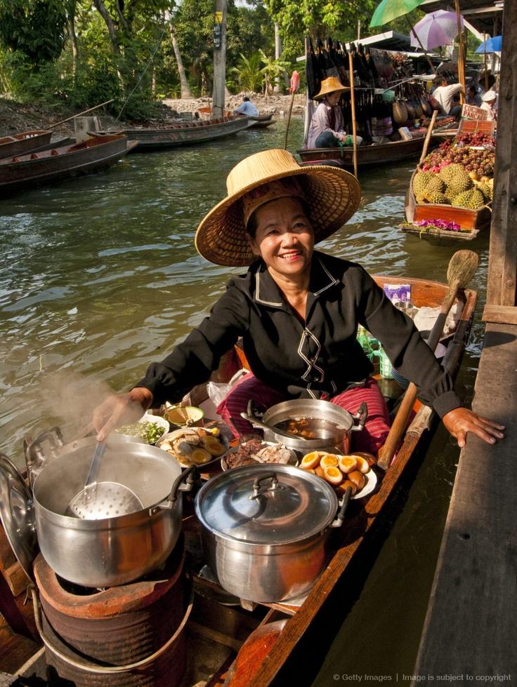 سوق دامنيون سادواك.. سوق فوق الماء في بانكوك 1