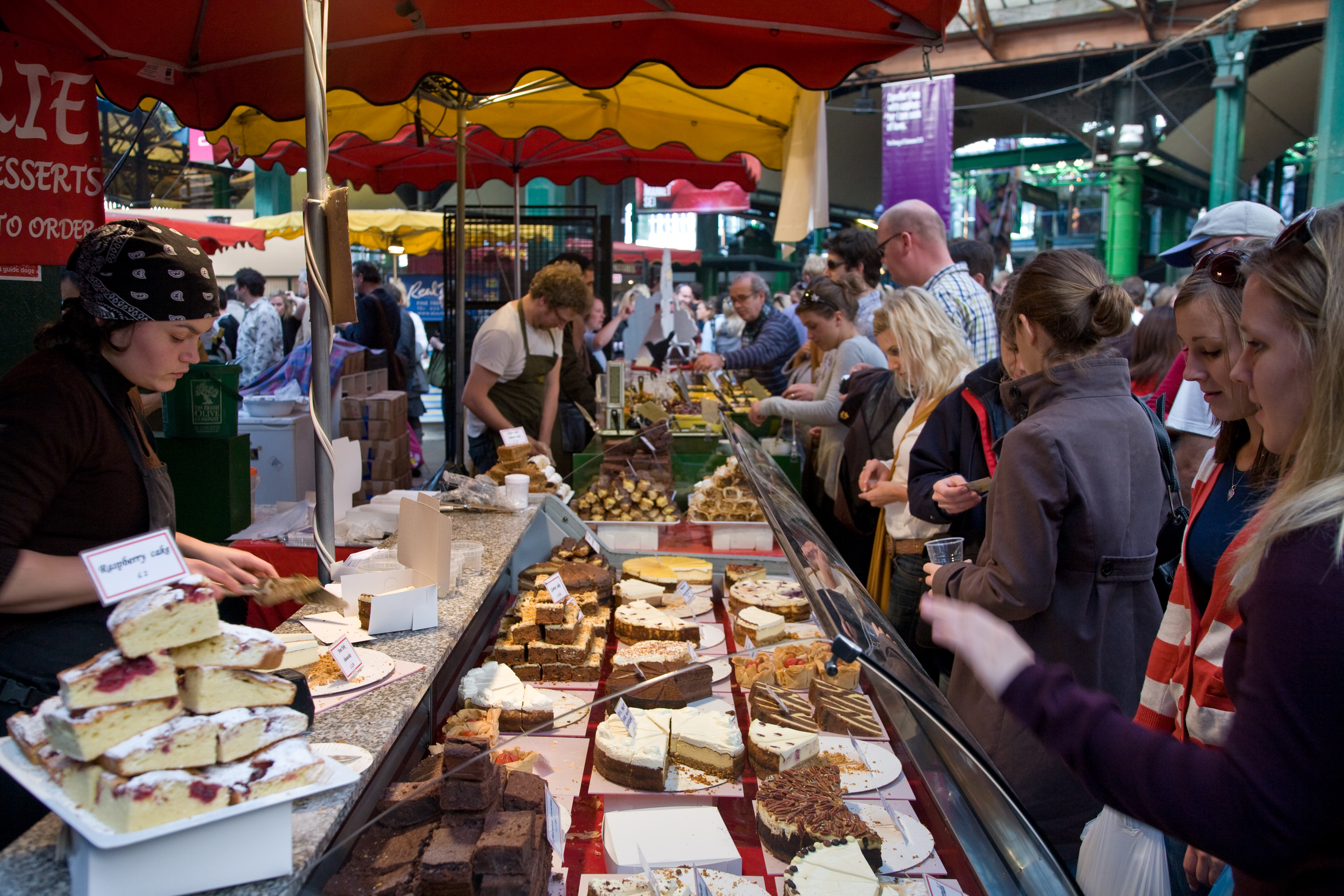 Borough_Market_cake_stall,_London,_England_-_Oct_2008