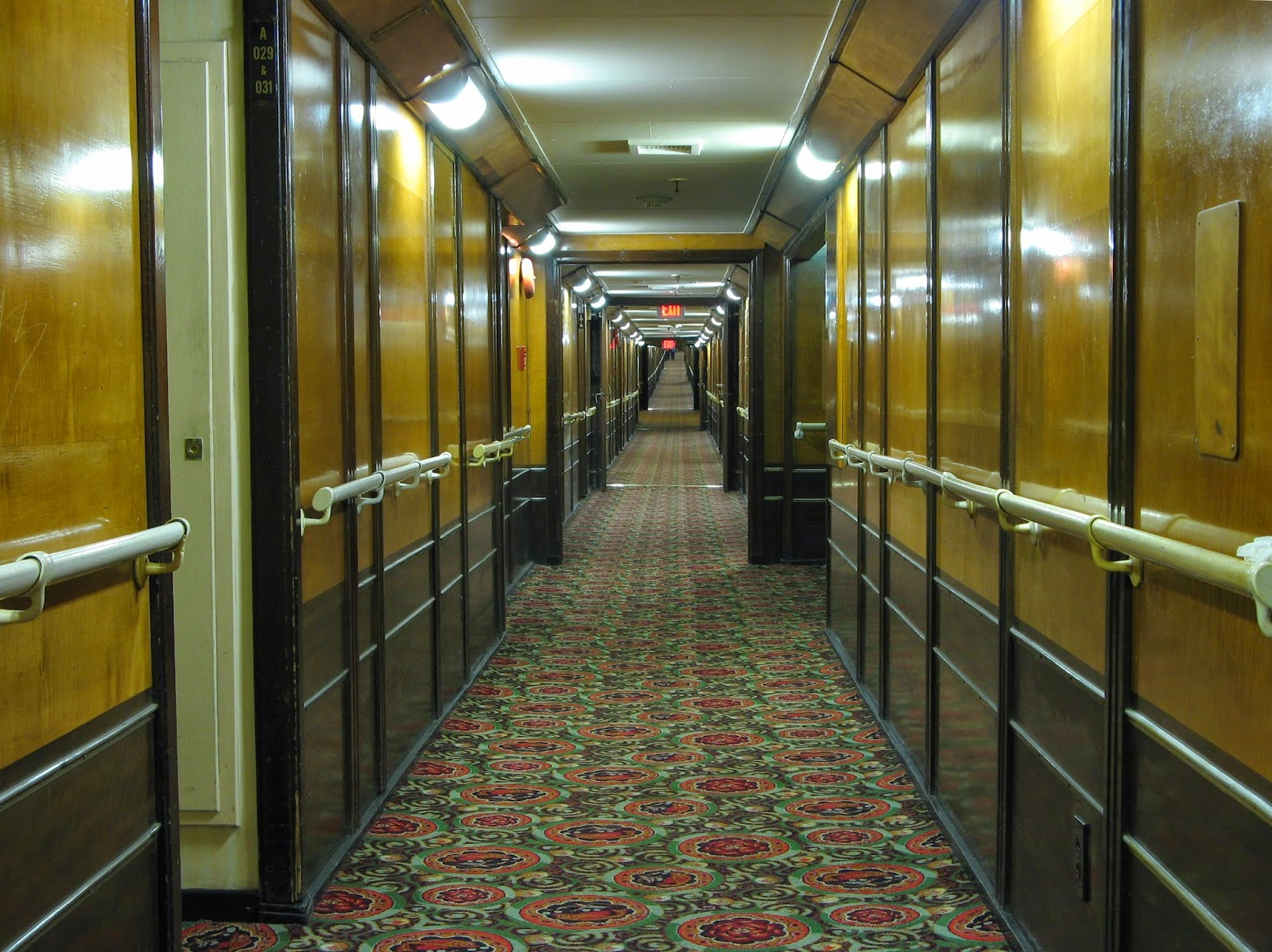 Queen_Mary_Hotel_Cabin_Corridor