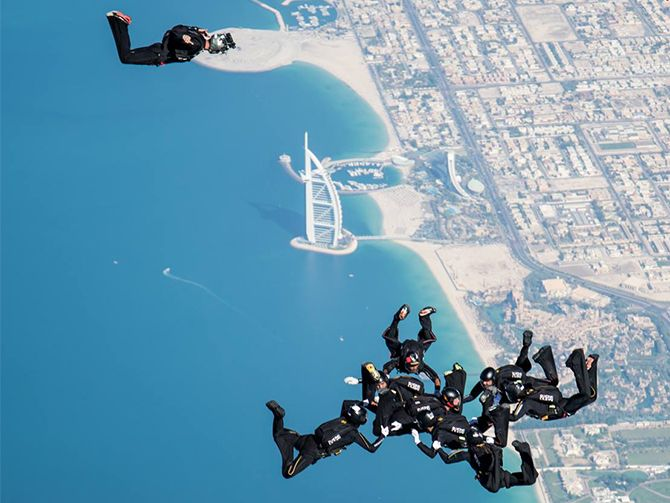 20140827_5th-Dubai-International-Parachuting-Championship-org-1