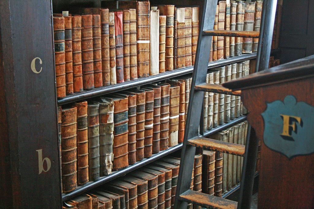 Vuelta-al-mundo-en-cinco-bibliotecas