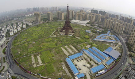 الصين تجمع عجائب العالم في بلادها 1