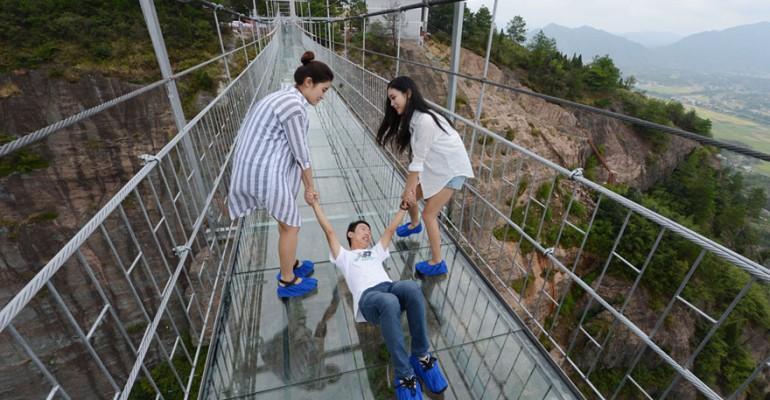 الصين تبني أطول جسر زجاجي في العالم