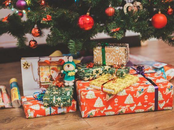 ¿Quién trae los regalos de navidad en otros países?