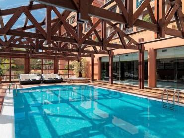 5 piscinas de interior para celebrar San Valentín (o para celebrarte a ti mismo)