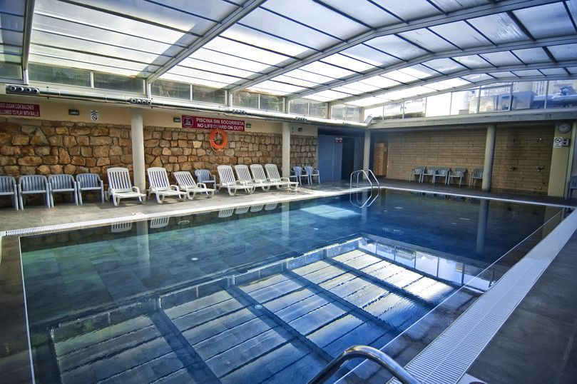 No te gustar a pasar san valent n en alguna de estas for Hoteles en benidorm con piscina climatizada