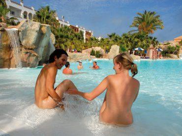 Hoteles para pasearte como dios te trajo al mundo (sí, desnudo)