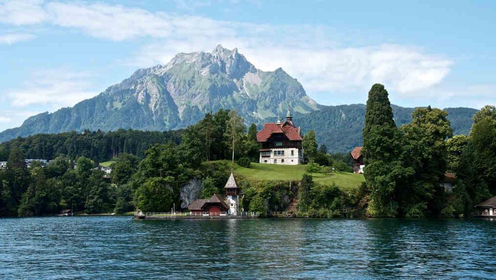 Billetes-de-avión-a-Suiza-lagos