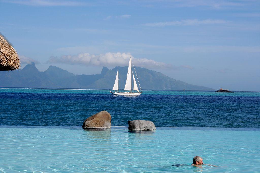 Cómo-moverse-en-Tahití-barco