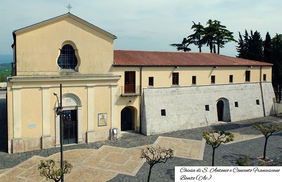 iglesia_y_convento_de_sanantonio_bonito_italia