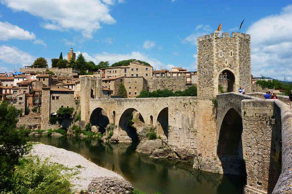 Pueblos-bonitos-de-España-Girona