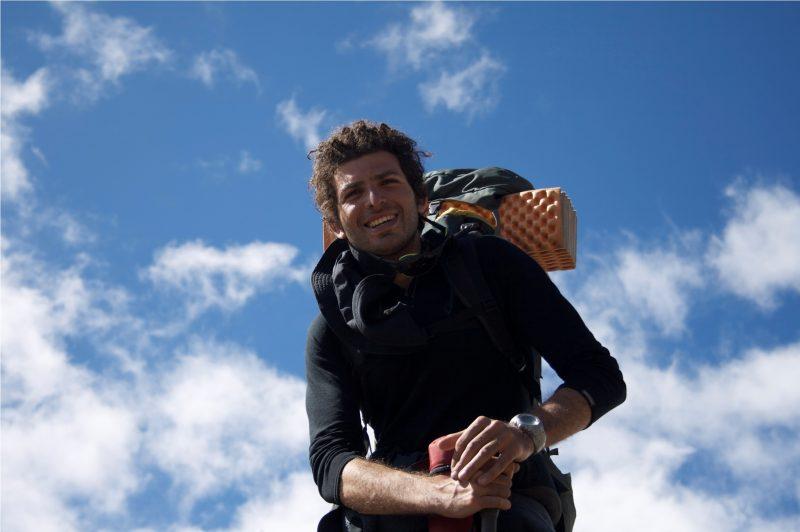عمر سمرة المصري، أول مغامر بالعالم يتسلق 3 قمم جديدة في القارة القطبية 3