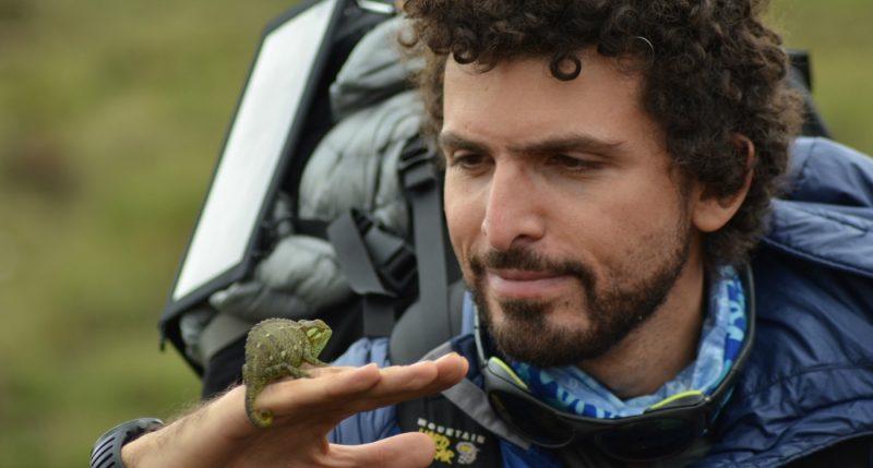 عمر سمرة المصري، أول مغامر بالعالم يتسلق 3 قمم جديدة في القارة القطبية 4