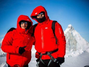مازن حمزة مغامر مصري يتحدى اﻹعاقة بتسلق أعلى الجبال في العالم