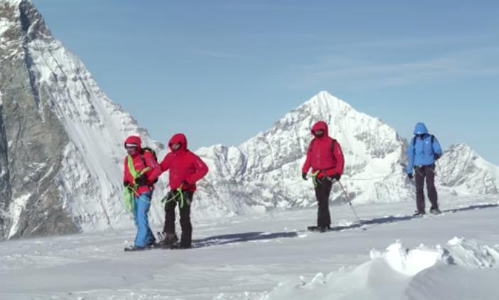 مازن حمزة مغامر مصري يتحدى اﻹعاقة بتسلق أعلى الجبال في العالم 3