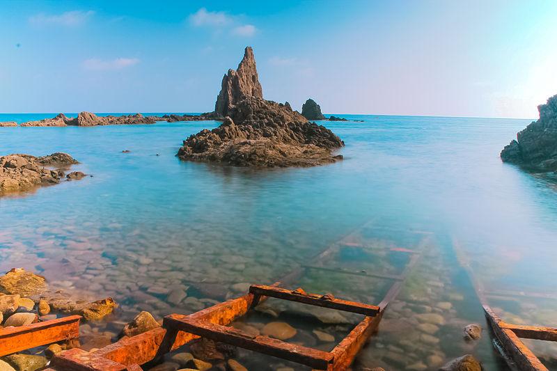 Playa-de-cabo-de-gata-en-almería-de-aguas-cristalinas
