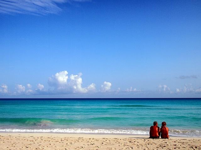 pareja-en-playa-azul-varadero