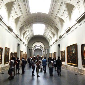 Cualquier ciudad europea con un museo importante.