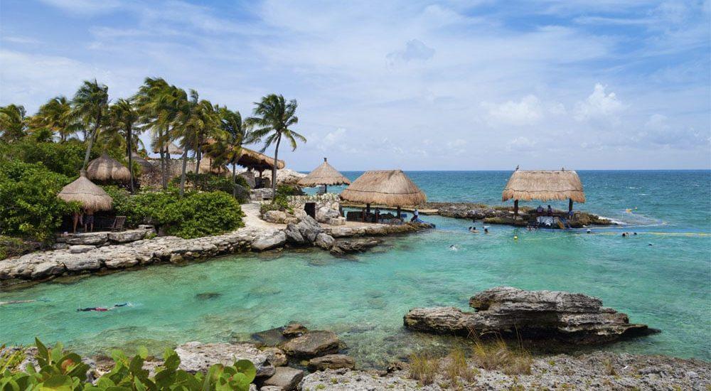 Vista-de-las-aguas-turquesas-de-riviera-maya