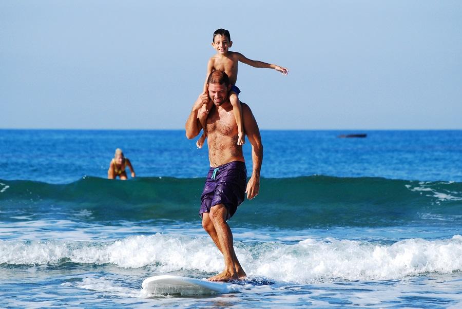 niño-haciendo-surf