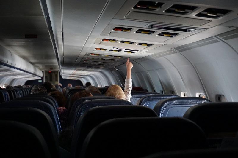 niño-en-un-avion