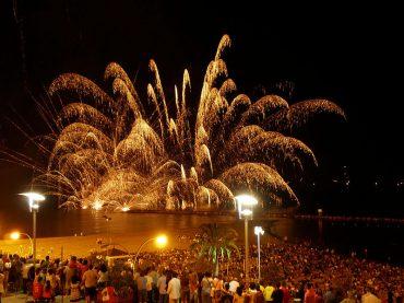 Ninots, mascletás y palometas: ¡así son las hogueras de San Juan en Alicante!