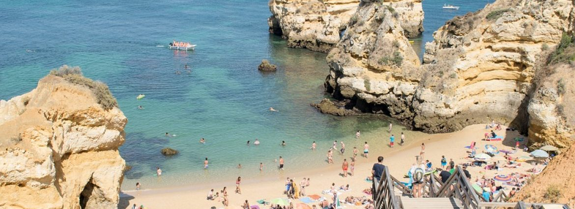 Let's go to Algarve: Charming towns and endless beaches!