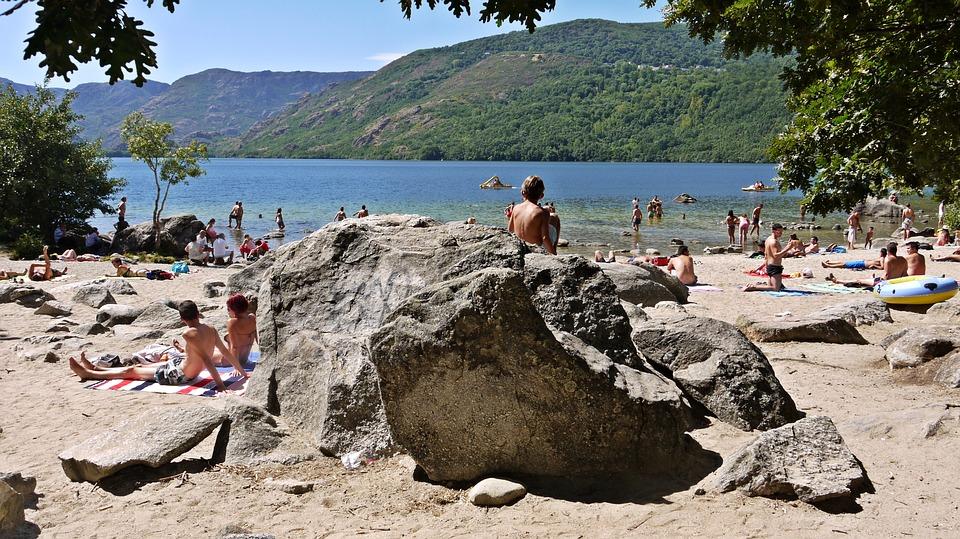playa-en-el-lago-de-sanabria