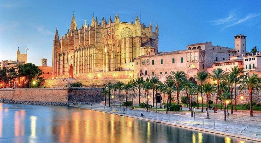 Viaje por España a través de las catedrales de Julio Llamazares 1