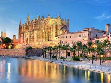 Viaje por España a través de las catedrales de Julio Llamazares