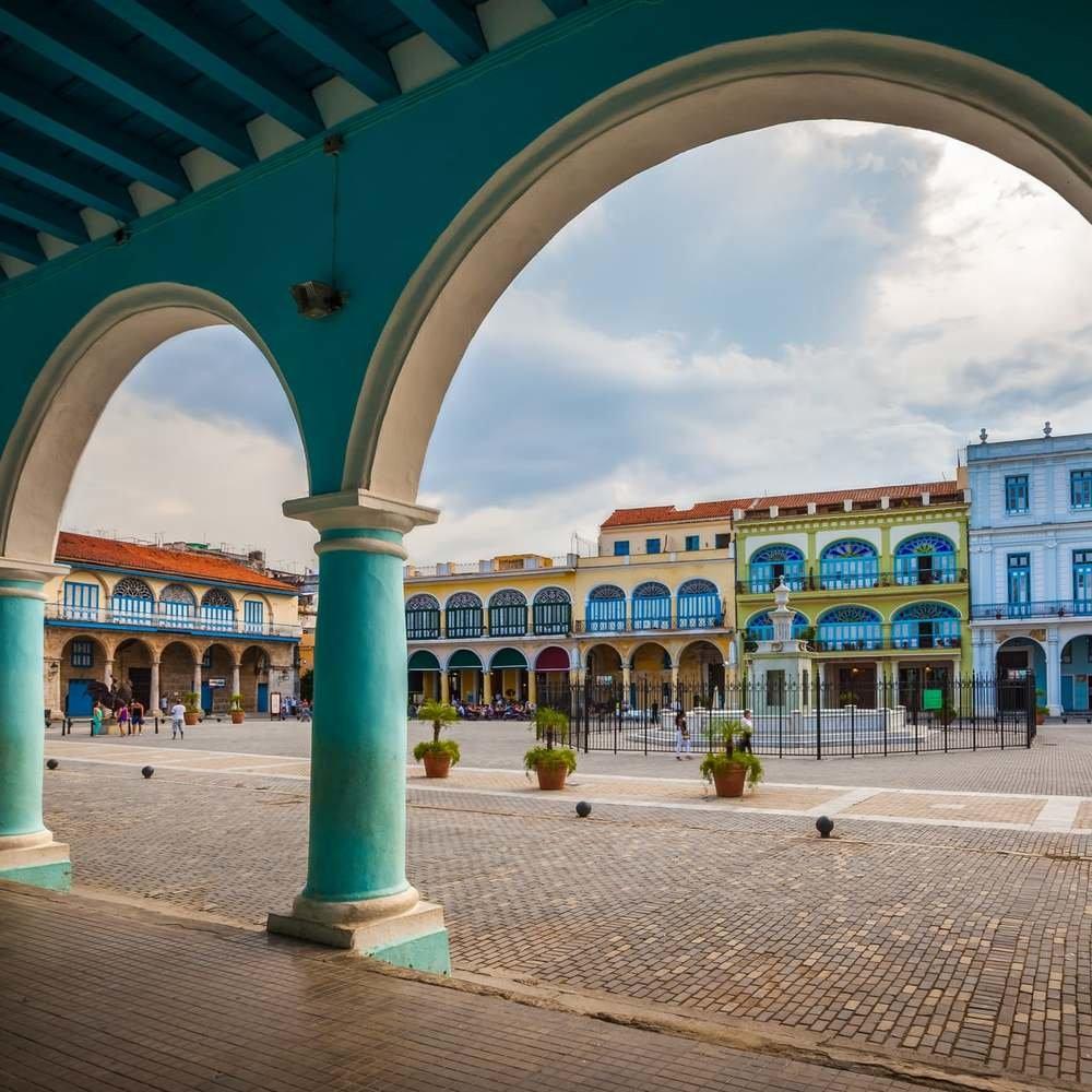 Cuba_La_Habana_plaza_vieja