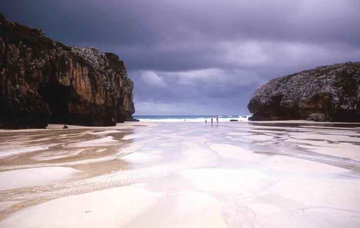 Asturias_Llanes_playa_cuevas_mar