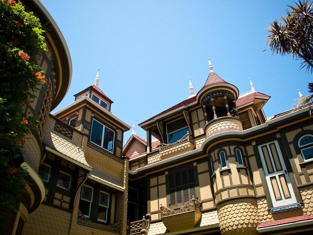 dark tourist mansion