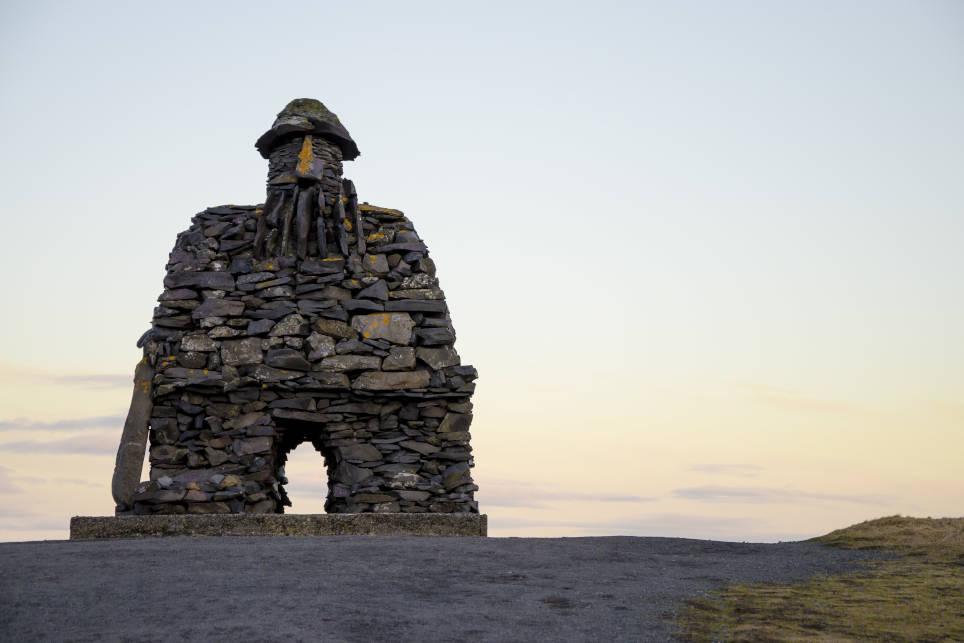 monumento vikingo islandia