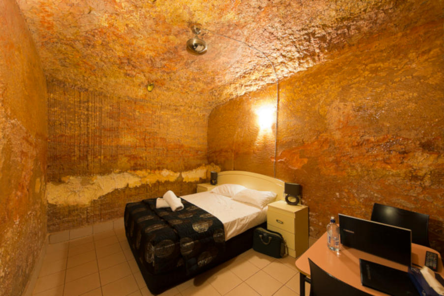 dormir bajo tierra australia