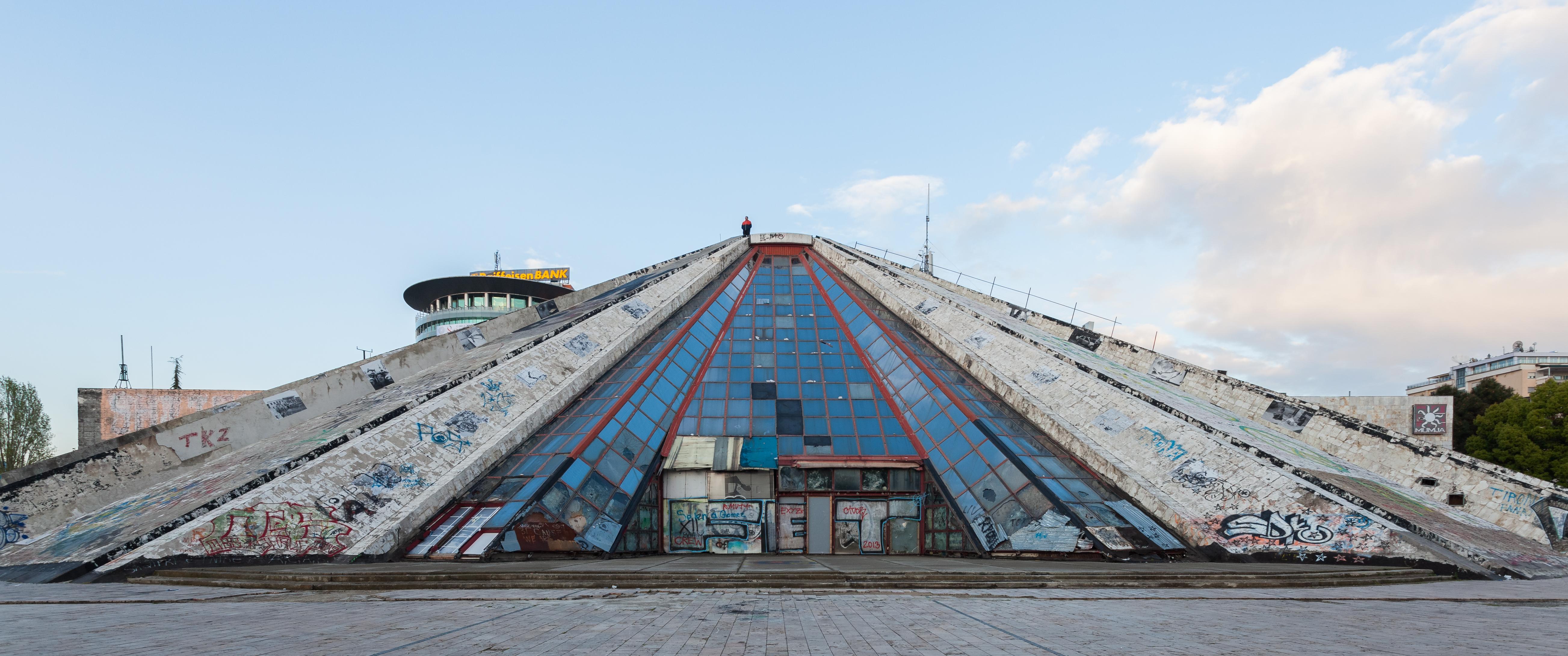 piramide en tirana