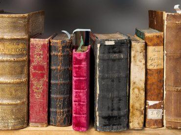 Celebra el día del libro visitando los mejores monumentos literarios