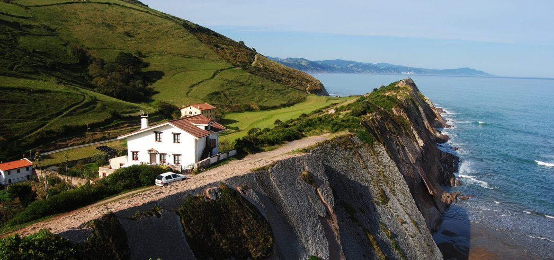 paisaje-pais-vasco-ruta-en-coche
