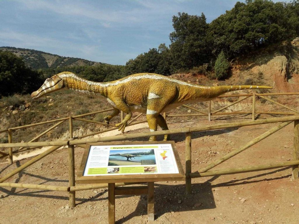 Figura de dinosaurio a escala real en Cinctorres del Camino de los Dinosaurios en Valencia