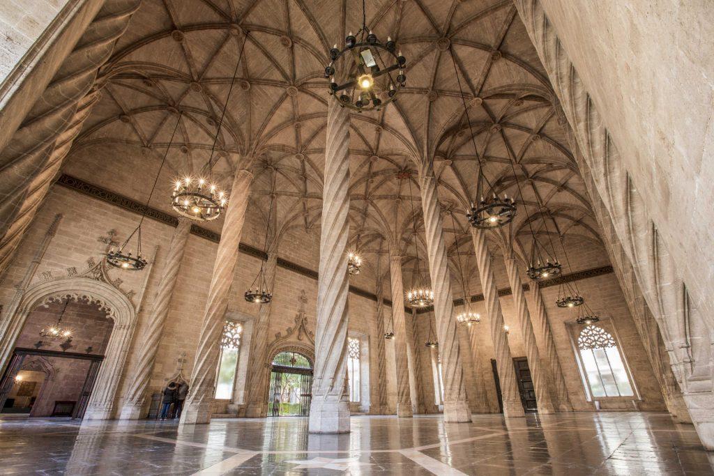 Interior de la Lonja de la Seda de Valencia