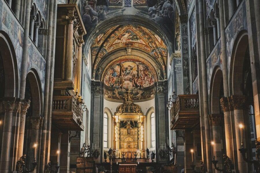 Interior del Duomo de Parma.