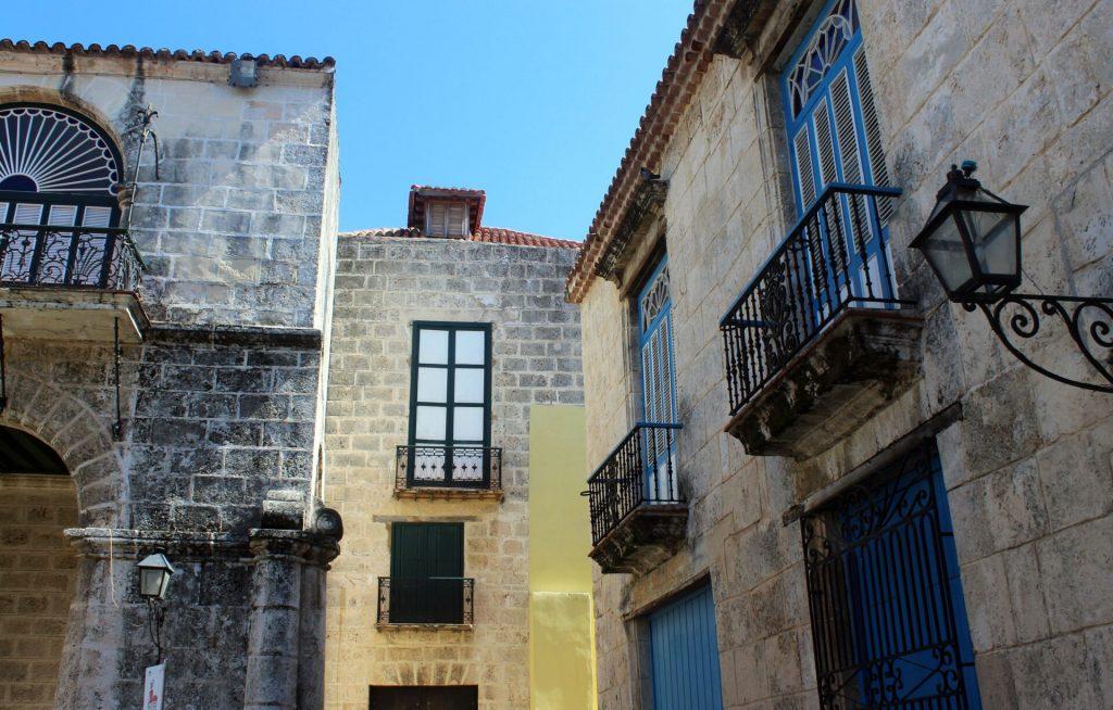 Balcones de casas de la Habana Vieja