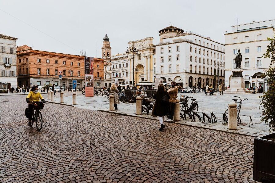 Plaza de la ciudad de Parma, Italia